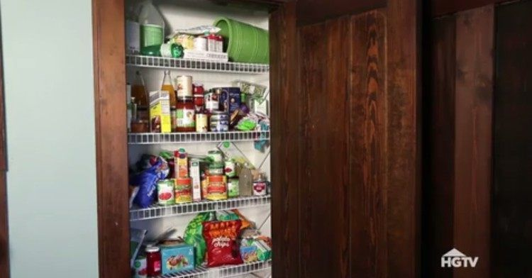 There are some areas of our homes that no matter how often we clean them, they get out of hand again in just a few days. Number one on that list? The pantry!