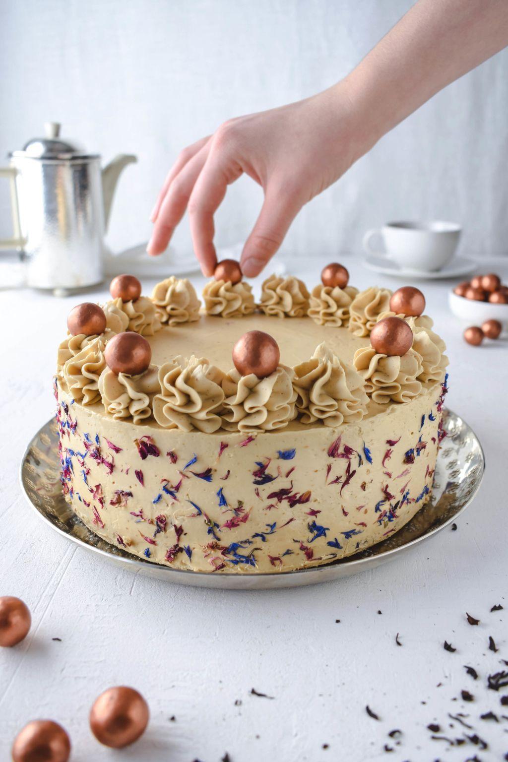 Earl Grey Salzkaramell Torte in 2020  Kuchen und torten