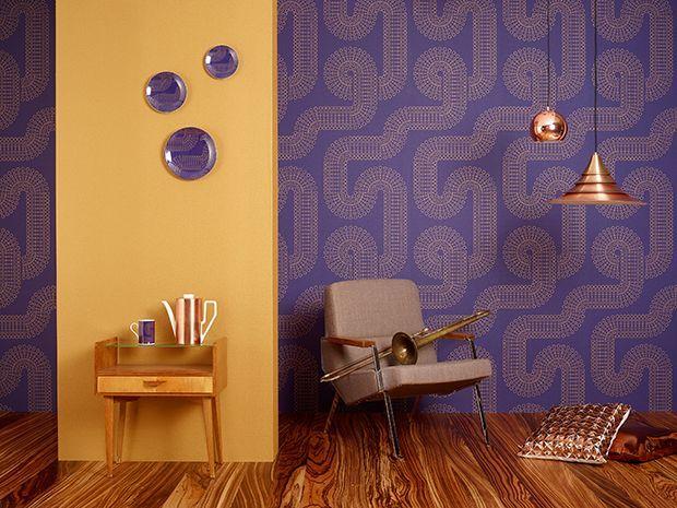 Ausgefallene Tapete von tapetenshop * lila Wandgestaltung im 70er - Wandgestaltung Wohnzimmer Grau Lila