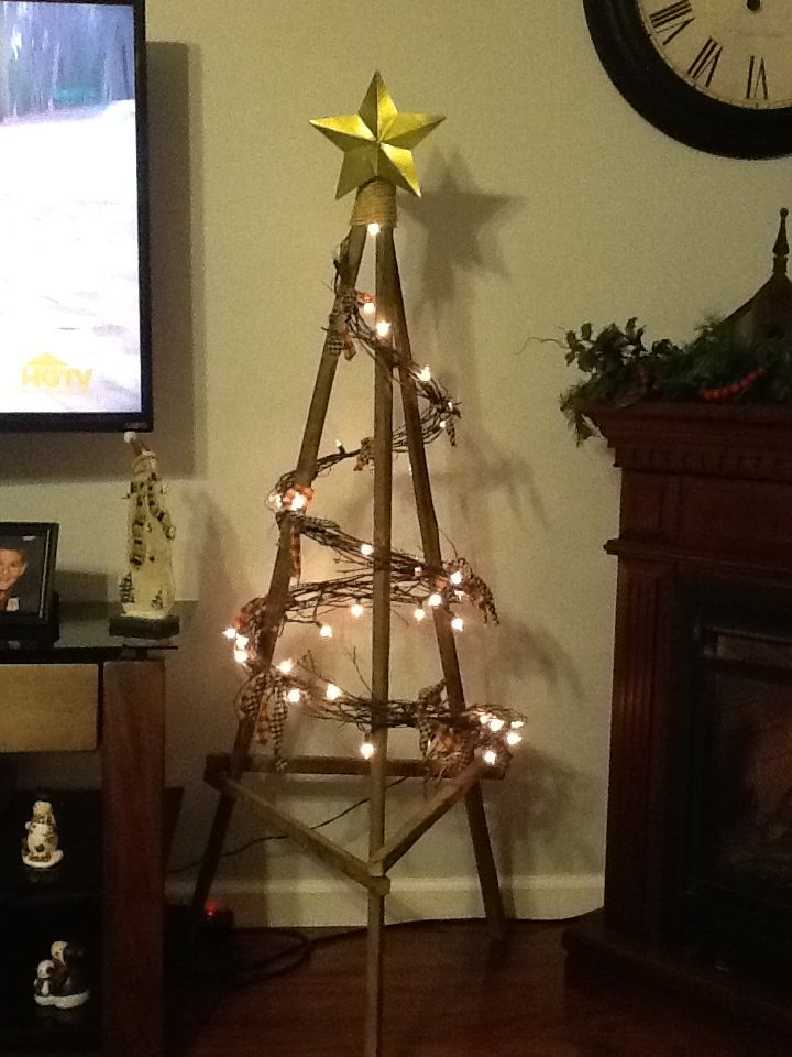 Just finished my rustic christmas tree made from tobacco sticks ...