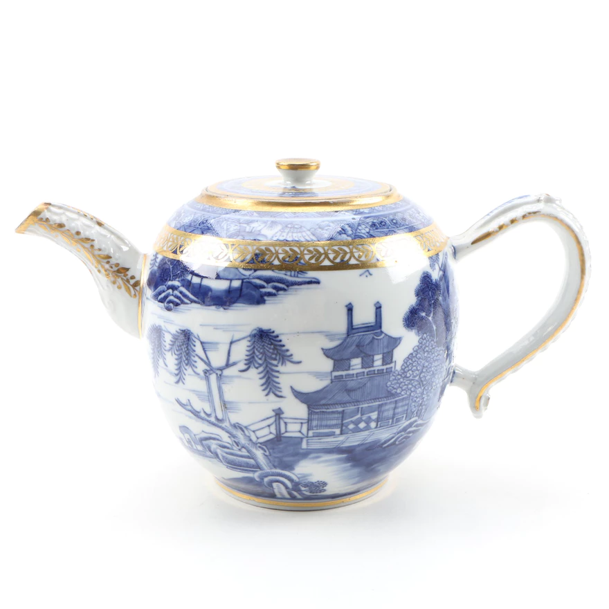 Chinese Canton Export Porcelain Teapot