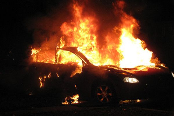 Fire in a car at Heraklion early in the morning