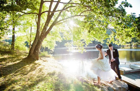 Cedar Lakes Estate 1 hour 13 min upstate NY has a rustic hall and a great collection of wedding pictures