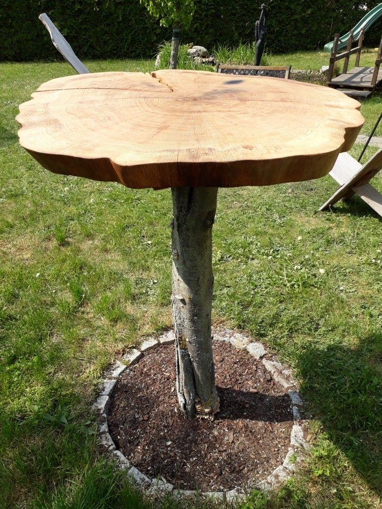 Stehtisch Aus Einer Eichenscheibe Auf Einen Baumstumpf Geschraubt