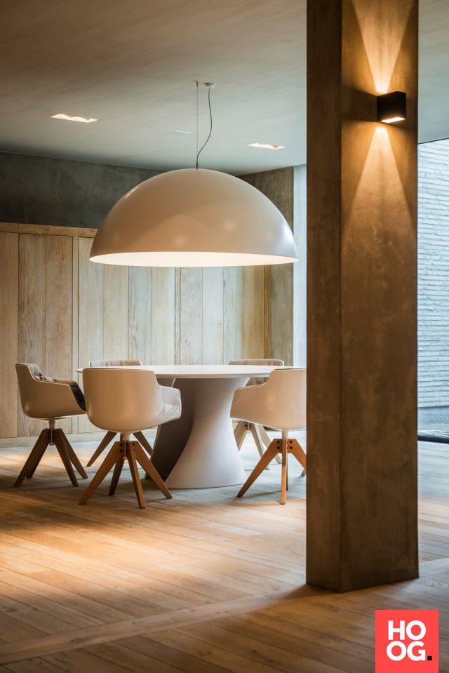 Luxe tafel met design stoelen | eetkamer design | dining room ...