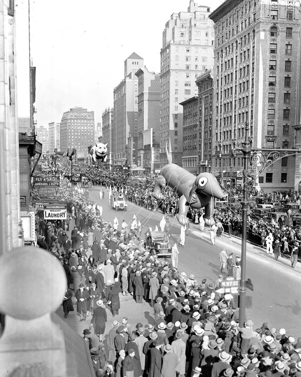 The Macy S Thanksgiving Parade Used To Just Let The Balloons Float Off Macys Thanksgiving Parade Macy S Thanksgiving Day Parade Macys Parade