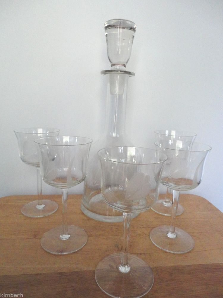 7 pc romanian hand made tulip etched bell shaped wine. Black Bedroom Furniture Sets. Home Design Ideas