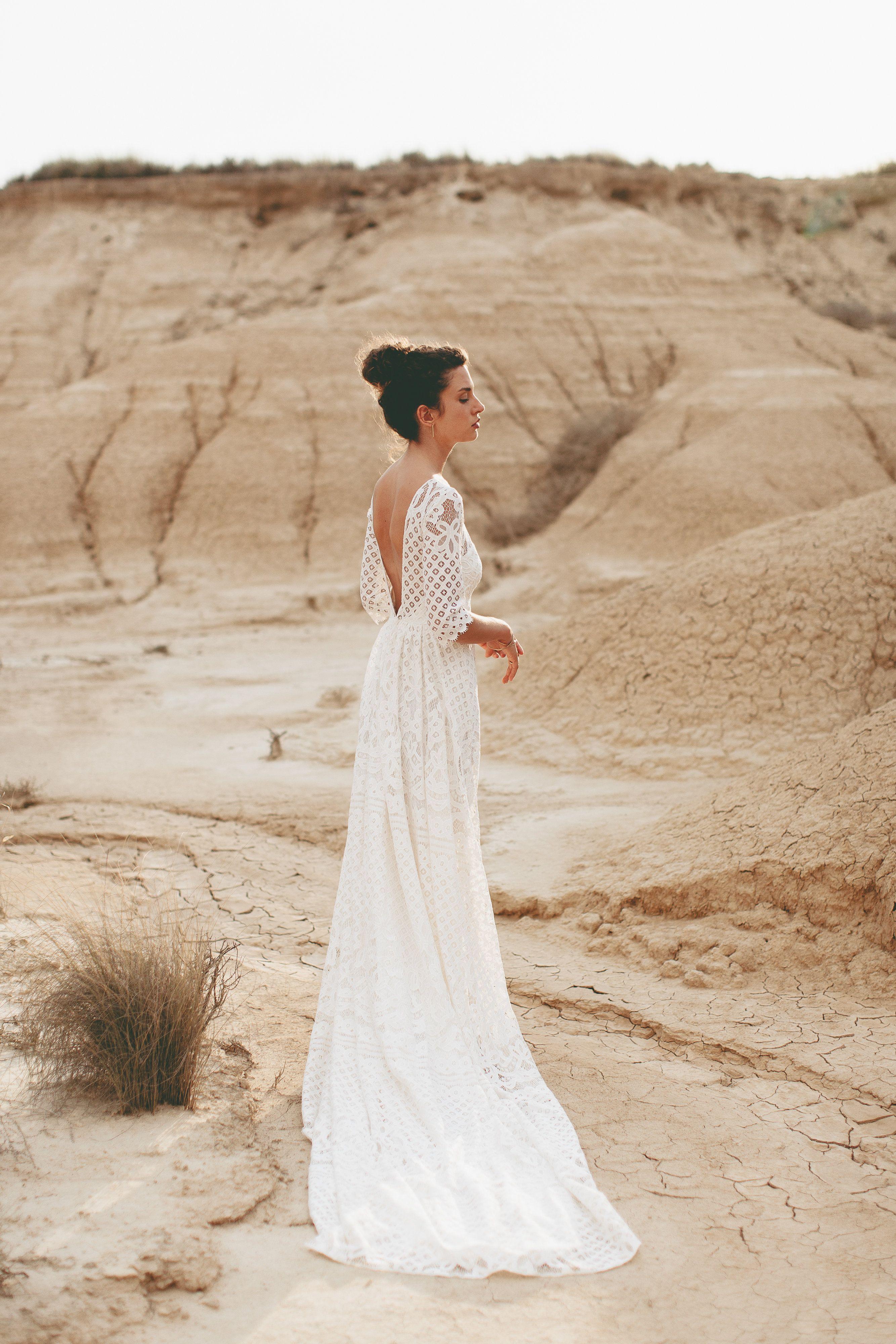 Brautfrisur  Brautkleid aus Spitze  Boho Hochzeitskleid