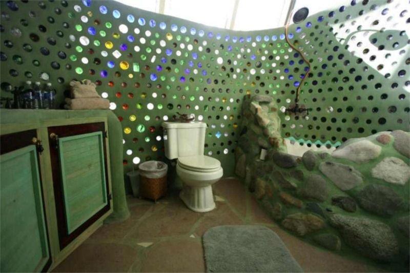 com paredes de garrafas de vidro e banheira de pedras locais cob house pinterest haus. Black Bedroom Furniture Sets. Home Design Ideas