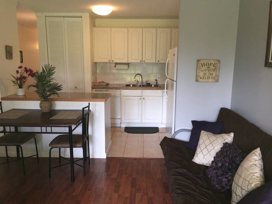 Condominium in Kahuku, United States. This simple but well kept condo has everything! Full kitchen, queen size bed and a futon.  All walking distance to the most beautiful beaches in the world. Enjoy the privacy of a condo just walking distance to the famous Turtle Bay Resort!  This a...