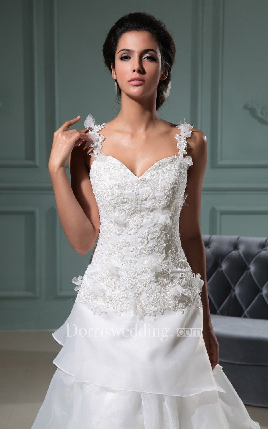 Frontsplit sweetheart dress with ruffles and spaghetti straps