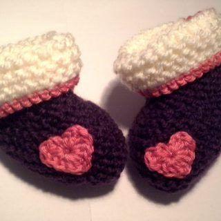 Baby Schuhe Mit Herz2 150x150 Einfache Baby Schühchen Stricken