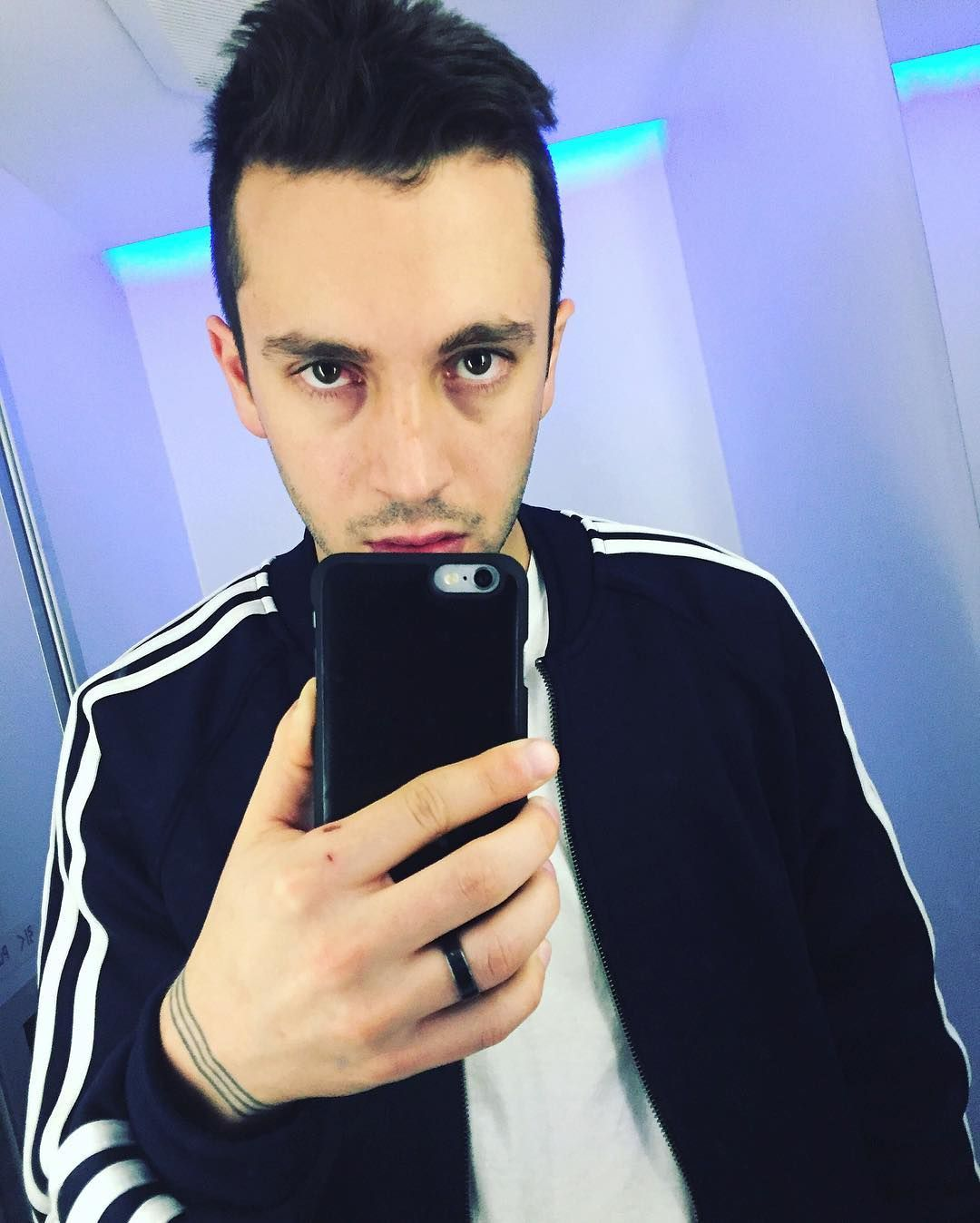 @tylerrjoseph https://www.instagram.com/p/BCoKeSfFuhd/