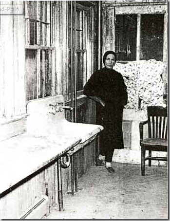 The Kitchen After Clean Up Grey Gardens Little Edie The Kennedy Connection Pinterest