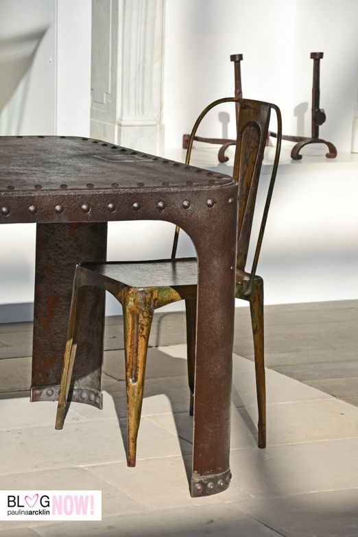 wow, i really fancy this steel table and chair ...