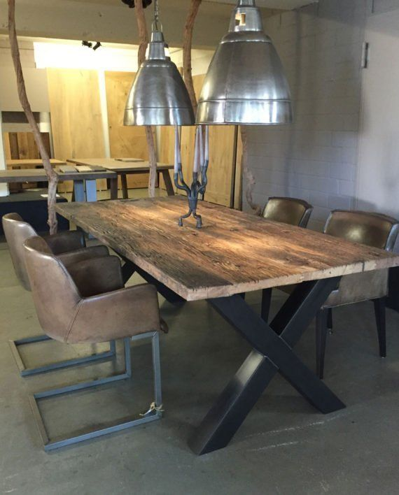 Große Auswahl an Massivholz Tischen im Showroom in Essen - Tisch aus