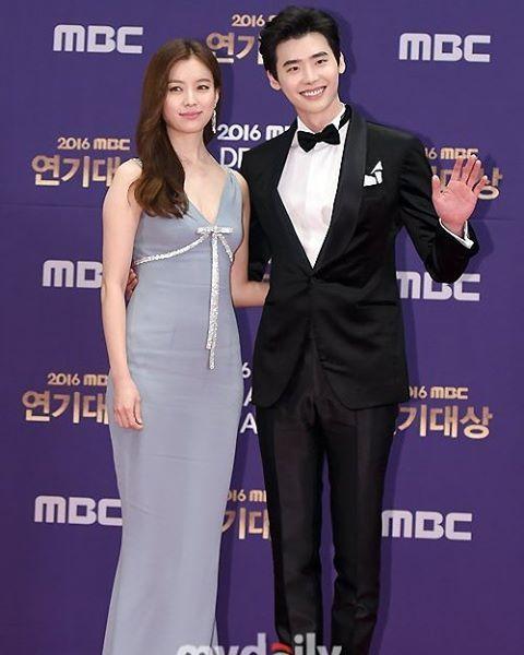 Lee Jong Suk & Han Hyo Joo at MBC Drama Awards Red Carpet