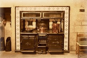 Attractive Old Victorian Cooking Stoves | Old Style Kitchen Range: Old Style Kitchen  Range In An Old Style .