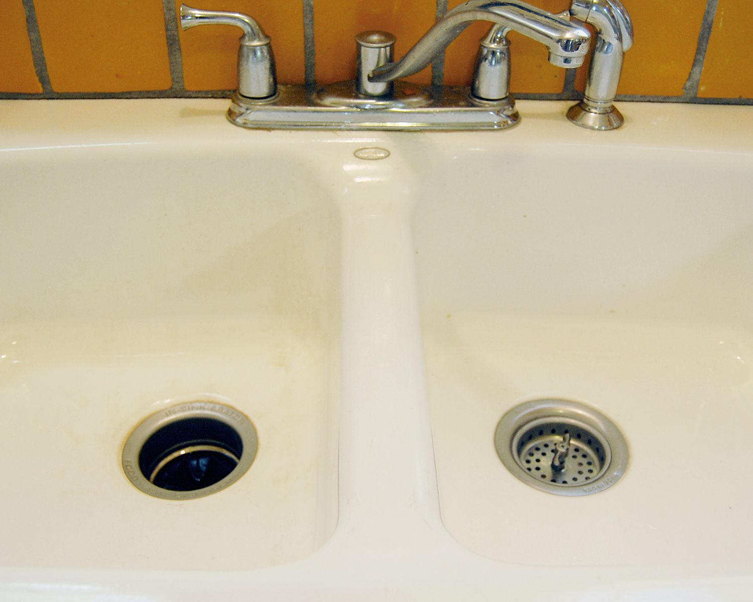 How To Clean A Porcelain Sink