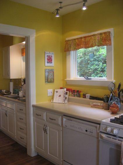 Green Kitchen Walls, Benjamin Moore, Kitchen