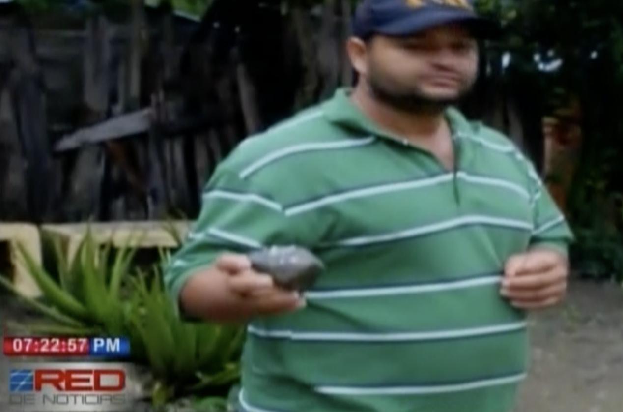 Insólito. Vecinos De Jarabacoa Llevan 12 Años Sin Dormir Ya Que Aseguran Que Una Persona O Un Fantasma Lanza Piedras A Sus Techos De Noche