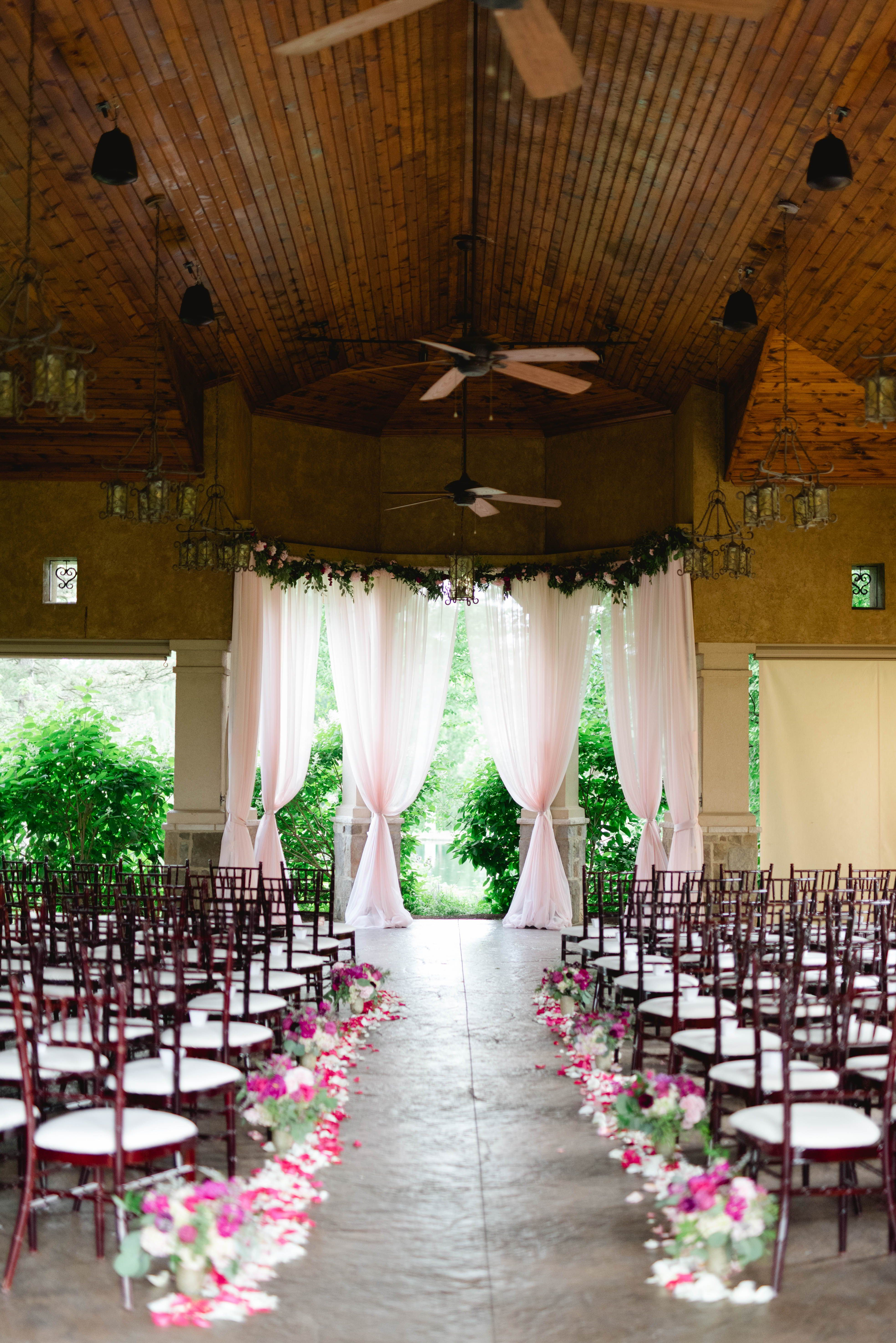 Elegant Summer Wedding At Gervasi Vineyard Canton Oh Niki Marie Photography In 2020 Wedding Inspiration Summer Wedding Vineyard Wedding