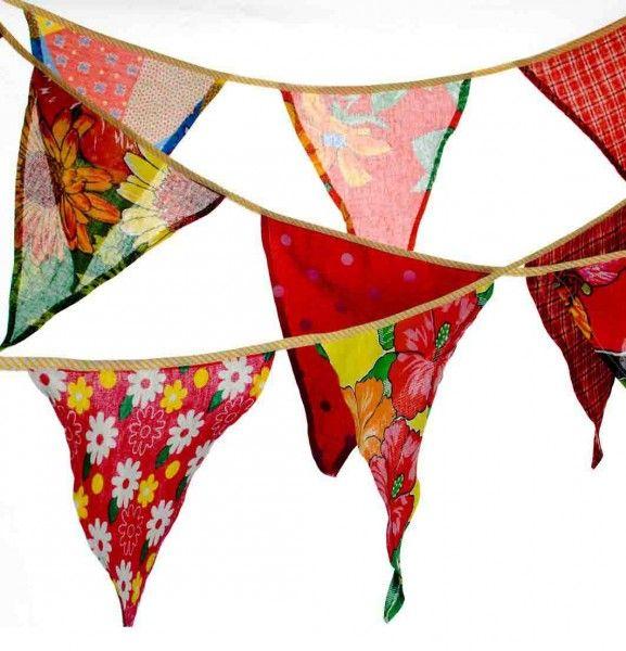 bandeirinhas de chita alegram a festa junina