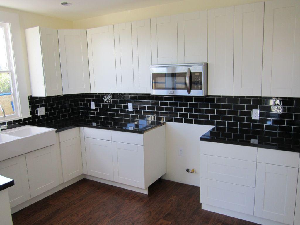 nice kitchen backsplash ideas white cabinets black countertops pertaining to Residence Check more at http://ankeyiqi.com/kitchen-backsplash-ideas-white-cabinets-black-countertops-pertaining-to-residence/