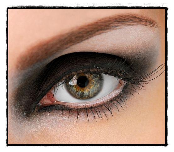 Maquillaje de ojos ahumado Aprende a hacerte un maquillaje de ojo ahumado (paso a paso)