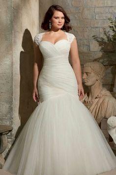 31 Jaw-Dropping Plus-Size Wedding Dresses | Trumpet Wedding ...
