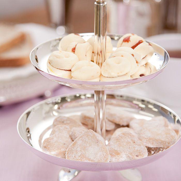 Resultado de imagem para mesa de chá com petit four
