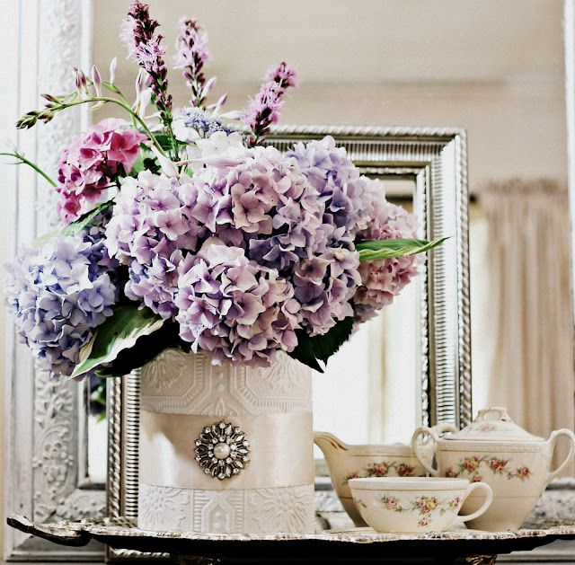 DIY: FROM CAN TO  CHIC VASE