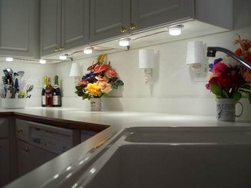 Modern under cabinet lighting fixtures ideas Several Good Options