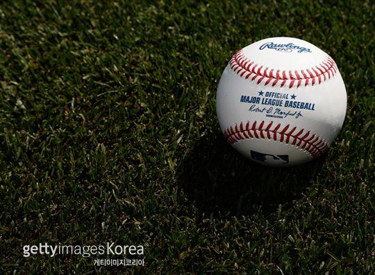 [인사이드MLB] 괴짜 구단주와 주황색 야구공, 네이버 스포츠