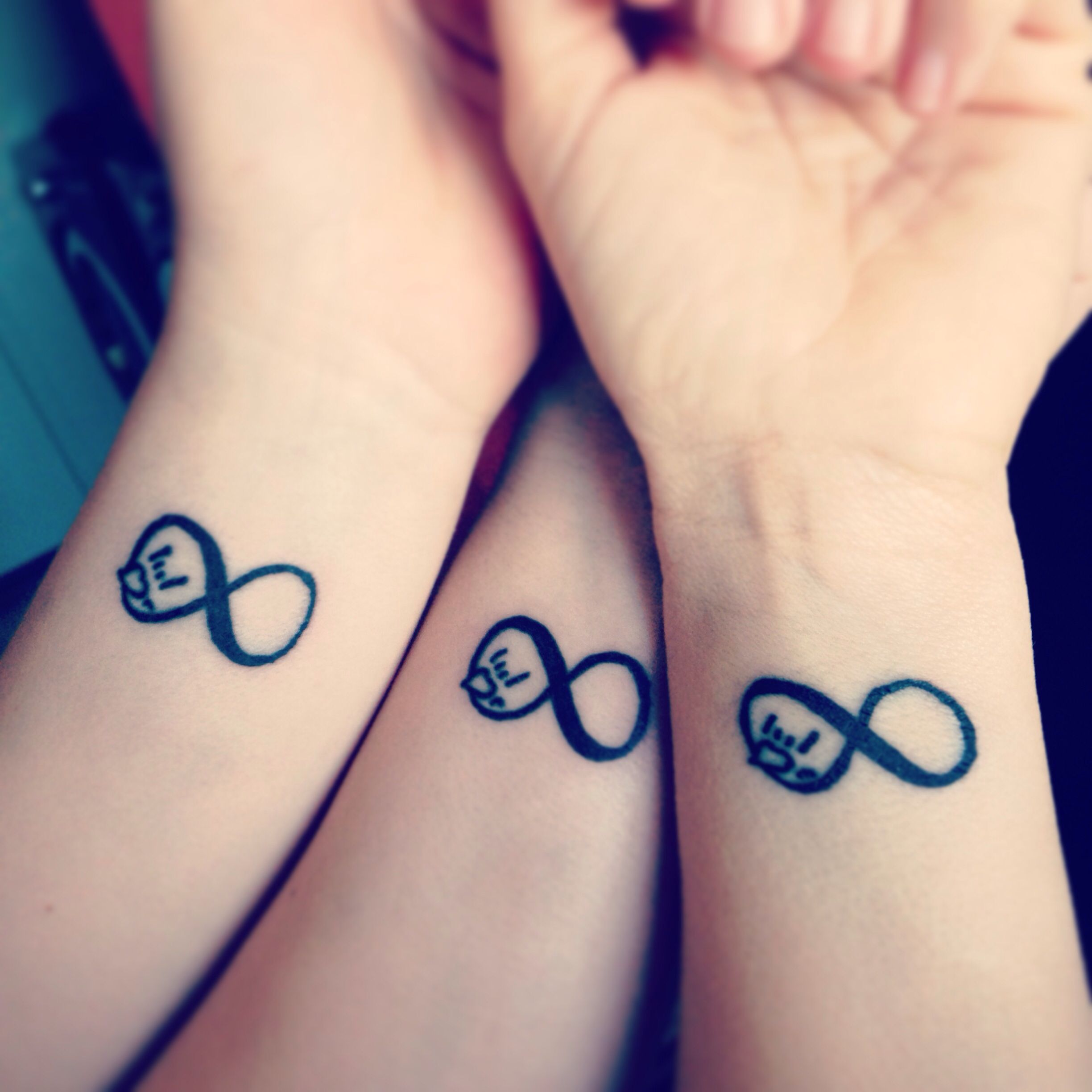 mother and daughter tattoos infinity with the asl i love you sign incorporated mother. Black Bedroom Furniture Sets. Home Design Ideas