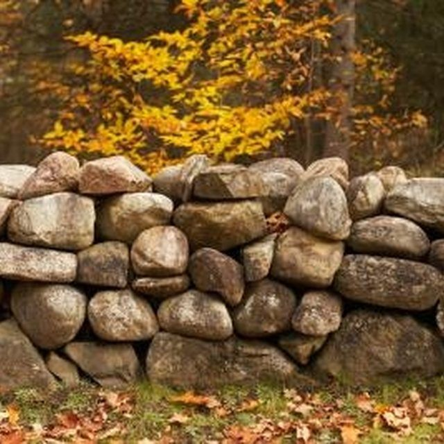 How To Install Retaining Walls With Natural Stone Ehow Rock Wall Landscape Rock Wall Gardens Stone Landscaping