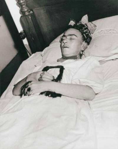 Via Museo Frida Kahlo...touchingly sad