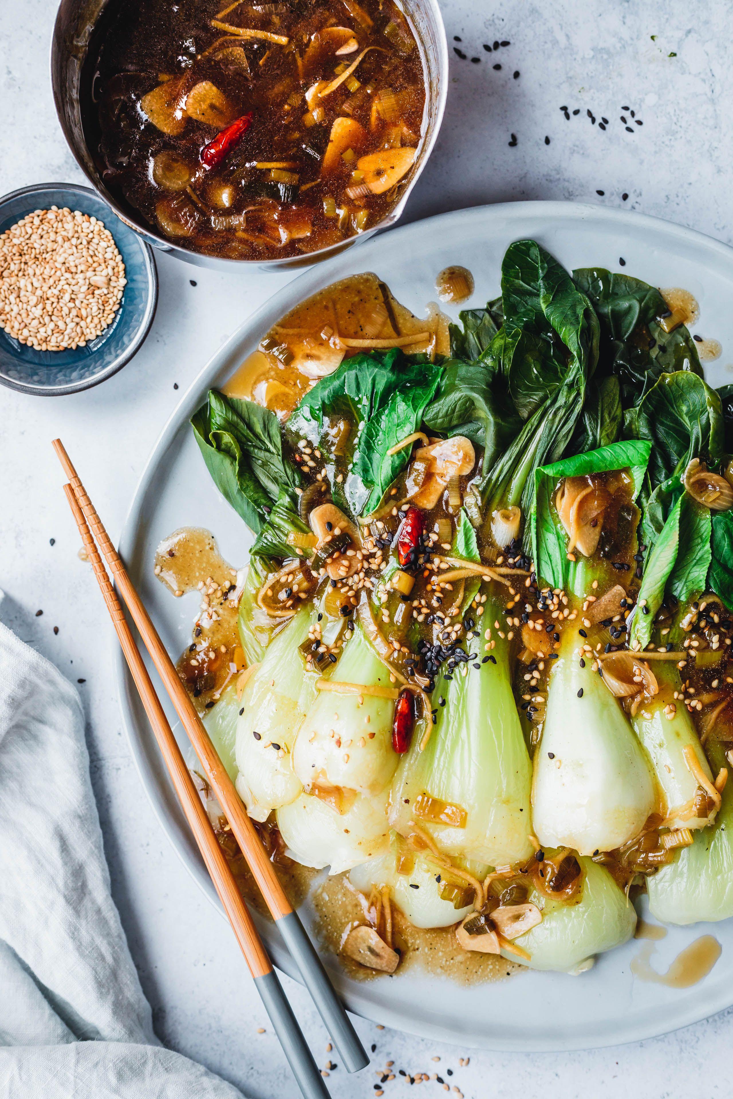 Gedämpfter Pak Choi mit Knoblauch-Ingwer-Sauce