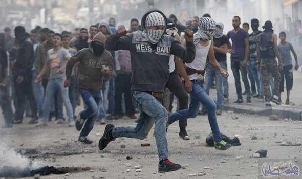 جيش الاحتلال يقمع لمسيرتين في بلعين وكفر…: أصيب شاب فلسطيني، مساء الجمعة، برصاص قوات الاحتلال الإسرائيلي، شرق مخيم البريج، وسط قطاع غزة.…