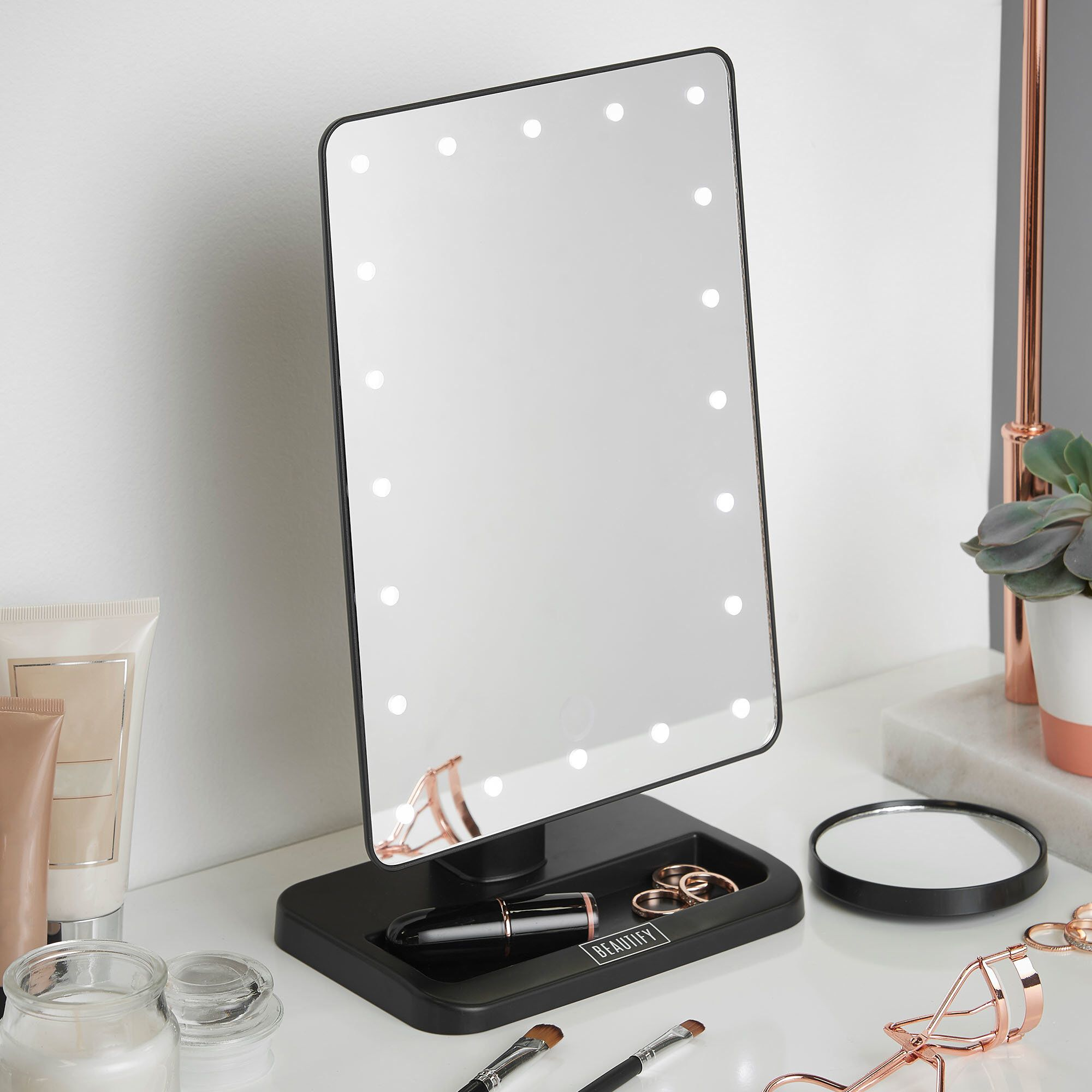 LED Lighted Vanity Makeup Mirror Makeup mirror with