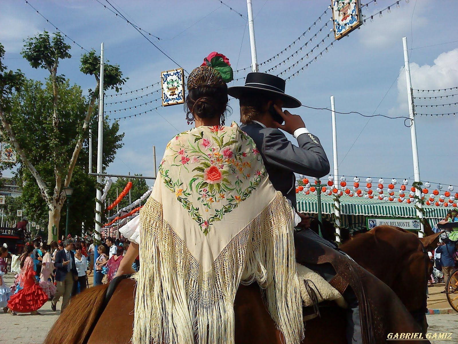 Assister à la Feria de Seville 2016 avec IRIS EVENT.Votre séjour sur mesure pour vivre au mieux cet incroyable rendez vous que tous les sévillans attendent.