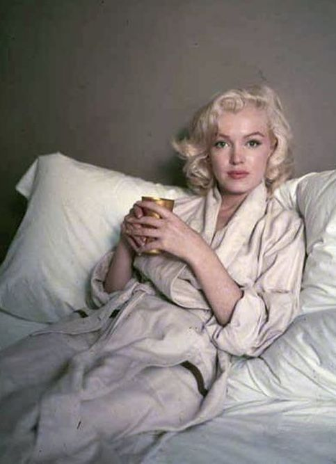 Marilyn Bed Sitting Photographed By Milton Greene 1953 Milton Greene Marilyn Monroe Marilyn