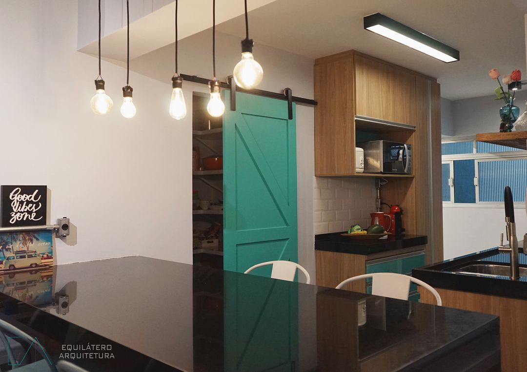 Cozinha Americana Porta De Correr Verde Roldana Aparente Preta