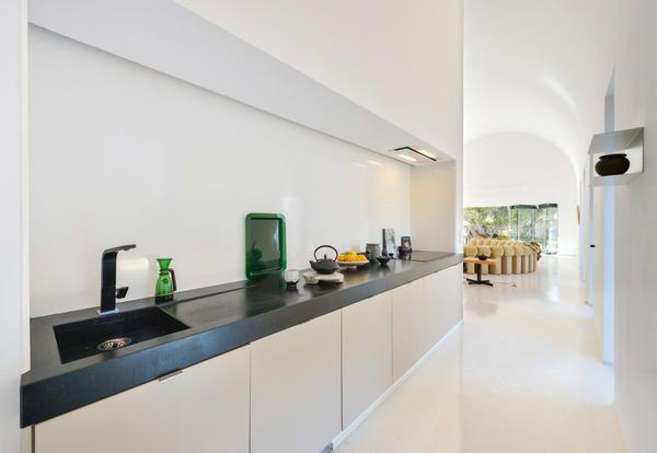 Arredamento Parigino ~ Arredamento e stile minimal per una villa con piscina a ibiza