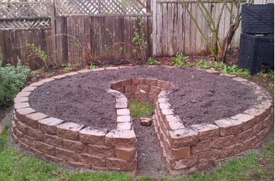 How to build a keyhole garden, step by step for a later