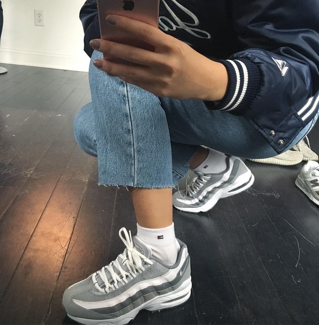 Nike Running Shoes on Purple tumblr, Streetwear e Looks
