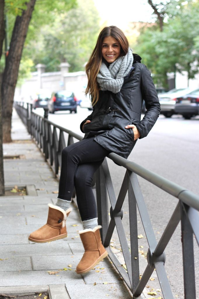 e5252bc9f8d Daily wear leggings and uggs with a soft & warm, bulky scarf ...