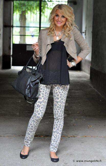 This chicky has the legs to wear leopard pants and this outfit looks amazing on her....