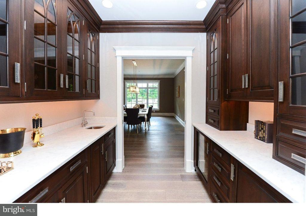 263 Mount Laurel Rd Mount Laurel Nj 08054 Renting A House Blue Kitchen Cabinets Kitchen Utensils Store