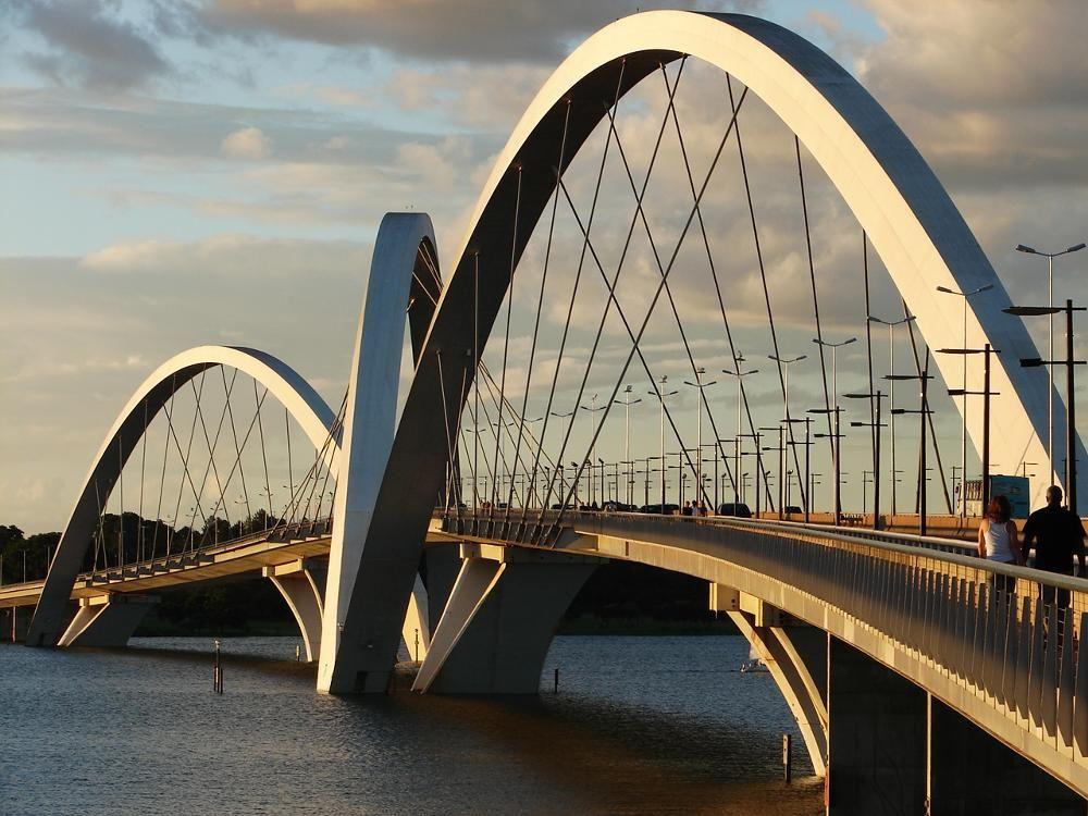 Ponte Juscelino Kubitschek (Juscelino Kubitschek Bridge), Brasilia, Brasil.